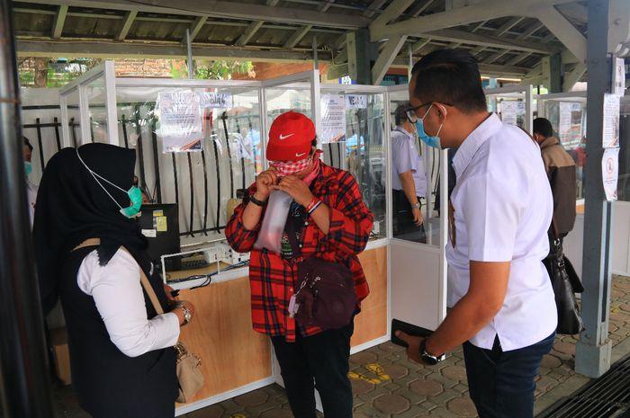 Suasana pemeriksaan GeNose C19 di Stasiun Bandung, Kamis (18/3/2021)