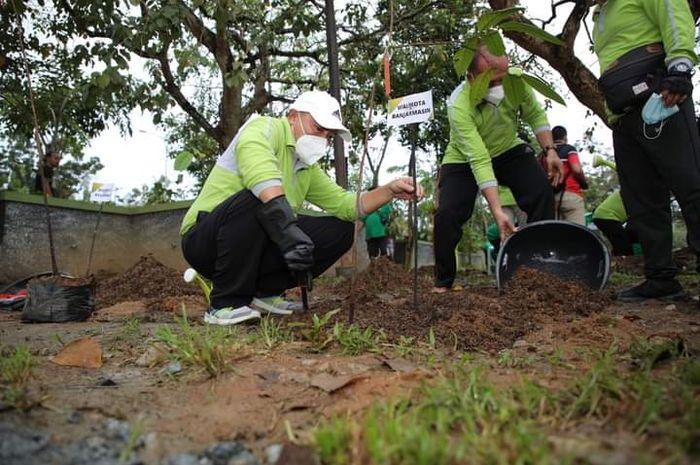 Raker Apeksi Muskomwil V Regional Kalimantan, Plh Walikota Banjarmasin Tanam Pohon Berlian