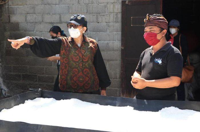Ketua TP PKK Provinsi Bali  mengharapkan garam berkualitas tinggi yang diproduksi petani lokal Bali, bisa dinikmati lebih banyak masyarakat.