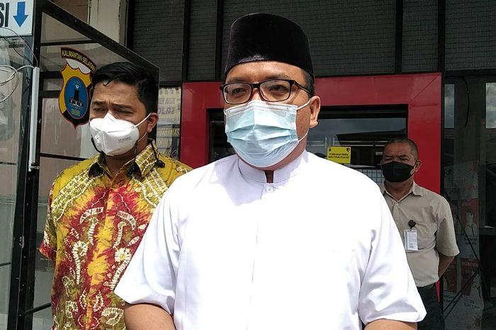 Dituduh Menolak Zakat Fitrah, Denny Indrayana Melapor ke Polda Kalsel.