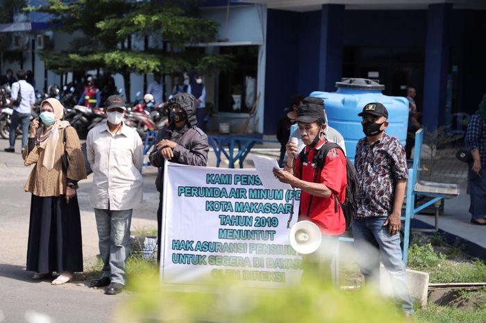 Demo pensiunan pegawai PDAM Makassar tuntut  dana pesangon