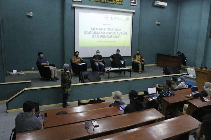 Forum Diskusi Wartawan Bandung (FDWB) bersama Prodi Doktor Ilmu Manajemen (DIM) Unpad: Menanti THR 2021 di Kampus Unpad, Jalan Dipatiukur Bandung, Kamis (29/4/2021)