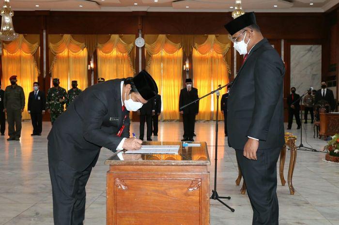 Roy Rizali Anwar resmi dilantik sebagai Sekda Provinsi Kalsel oleh Pj Gubernur, Safrizal ZA