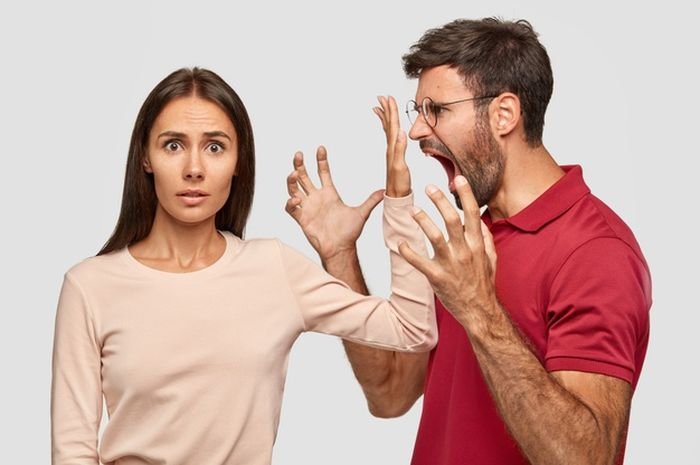 Illustrasi Pasangan yang Cekcok dan sedang bertengkar