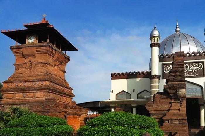 Masjid Menara Kudus, bukti akultuasi budaya pra-islam dan budaya Islam di bidang seni bangunan.