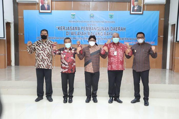 penandatanganan memorandum of understanding (MOU) mengenai kerjasama pembangunan daerah di wilayah Malang Raya