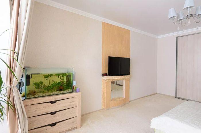 Ilustrasi akuarium dalam kamar tidur