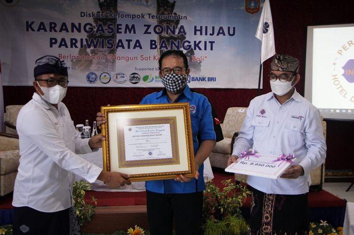 Wakil Gubernur Bali Prof. Tjokorda Artha Ardhana Sukawati (Cok Ace) sebagai pembicara pada Diskusi Kelompok Terpumpun yang mengangkat tema 'Karangasem Zona Hijau Pariwisata Bangkit' di Taman Surgawi Resort and Spa, Karangasem.