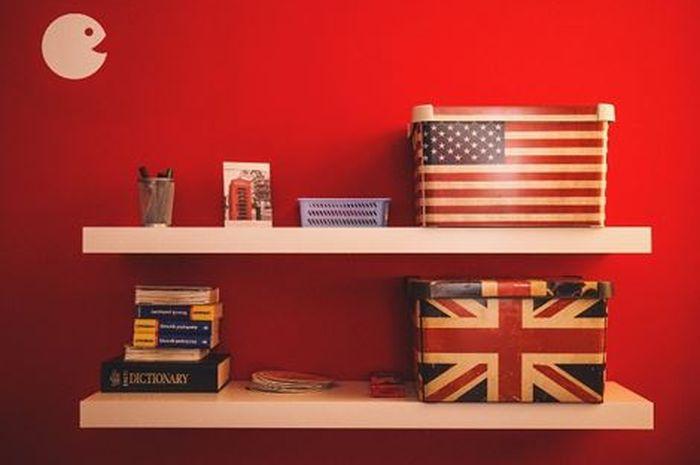 Ilustrasi Perbedaan Mendasar dari Bahasa Inggris British dan Inggris Amerika