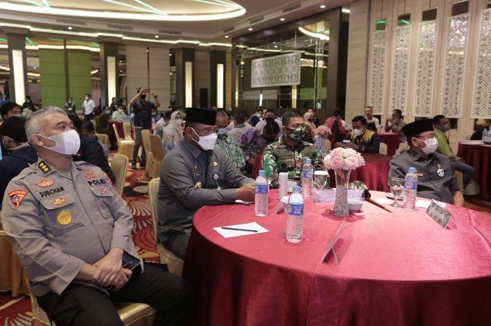 Pj. Gubernur Kalsel, Safrizal ZA bersama unsur Forkopimda hadiri rapat pleno KPU Kalsel