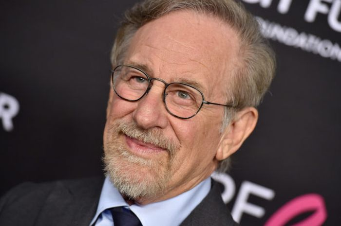 Steven Spielberg mendatangi The Women's Cancer Research Fund's An Unforgettable Evening Benefit Gala di the Beverly Wilshire Four Seasons Hotel pada 28 February 2019 di Beverly Hills, California. (Axelle/Bauer-Griffin/FilmMagic)