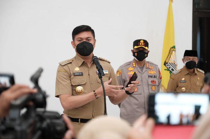 Bupati Gowa, Adnan Purichta Ichsan mengumumkan perpanjangan serta pemberlakuan PPKM level 3 di wilayahnya.