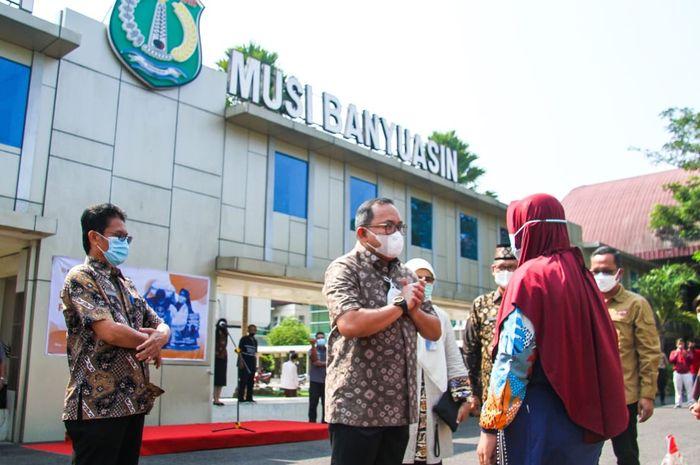 Bupati Dodi Reza Alex Salurkan Bantuan Beras PPKM Bagi 25.552 KPM