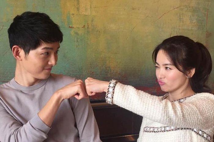Song Joong Ki dan Song Hye Kyo dalam drama Korea Descedants of The Sun
