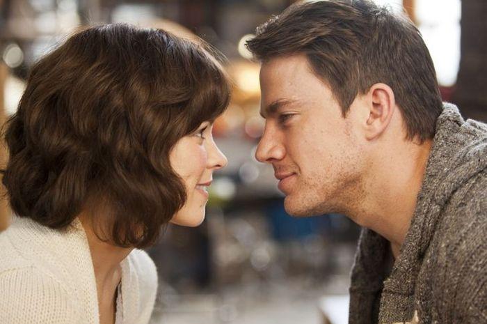 Ilustrasi pria menatap pasangannya