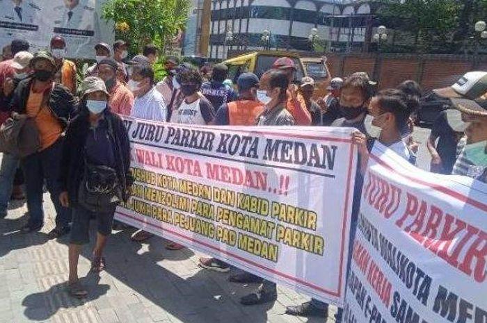 Unras Aliansi Parkir Seluruh Kota Medan - Balaikota Medan
