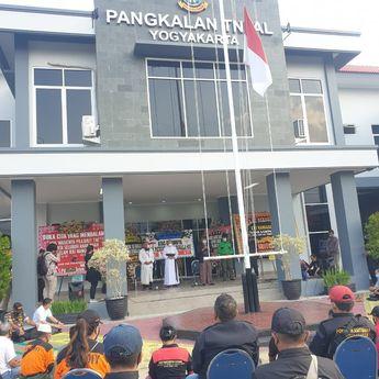 Warga Yogyakarta Gelar Doa Bersama untuk 53 Patriot KRI Nanggala-402 di Mako Lanal