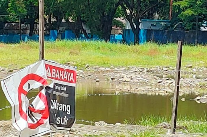 Penampakan kubangan bekas pembongkaran Stadion Mattoanging