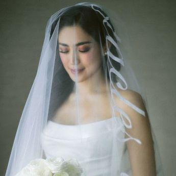 Bak Puteri Negeri Dongeng, Memukaunya 5 Seleb Tanah Air Pakai Gaun Putih Modern Saat Menikah