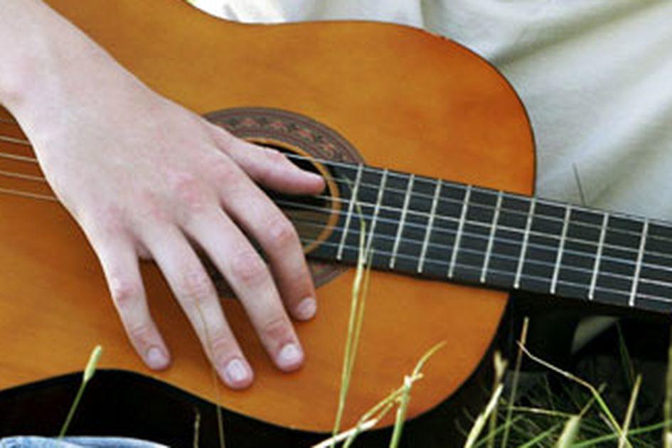 Chord Dan Lirik Lagu Dermaga Biru Thomas Arya Bangka Sonora Id