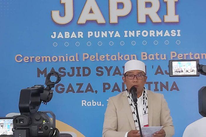 Gubernur Ridwan Kamil saat sambutan di ceremonial peletakan batu pertama pembangunan Masjid Syekh Ajlin Gaza Palestina, di Gedung Pakuan Bandung, Rabu (7/4/2021)