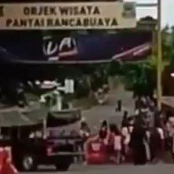Kekuatan Emak-Emak, Viral Video Buka Paksa Jalan Menuju Pantai Rancabuaya