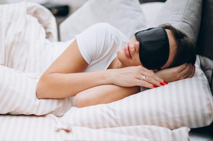 Illustrasi wanita yang sedang tidur dan bermimpi