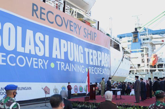 Momen pelantikan pejabat hasil job fit di sandaran kapal isolasi apung, km umsini