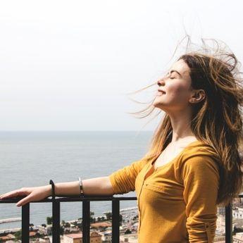 Bukan Hanya Uang, Ini 5 Tips Sederhana untuk Hidup Bahagia