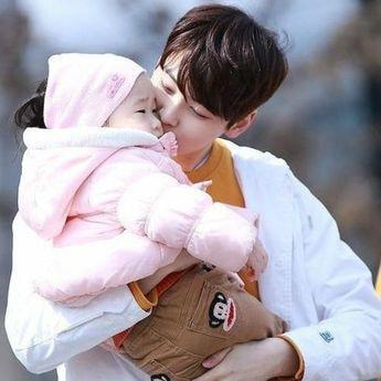 Mama Papa-able, 7 Potret Menggemaskan Idol K-Pop Bersama Anak Kecil