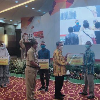 Gubernur Riau Salurkan Dana APBD untuk Bantu 20.833 UMKM di Provinsi Riau