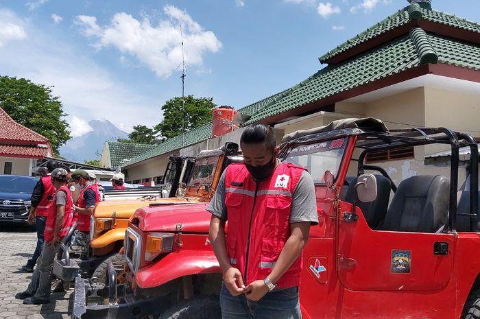 PMI DIY menggandeng Komunitas Jeep Wisata Lereng Merapi dalam upaya kesiapsiagaan bencana erupsi Gunung Merapi.
