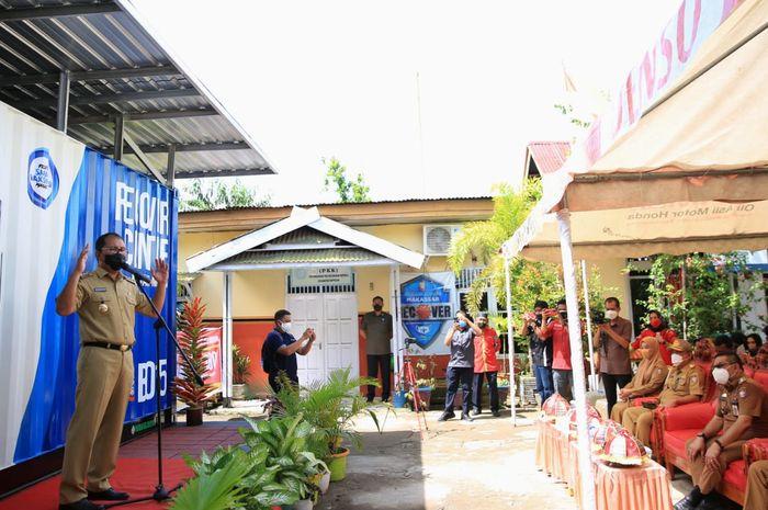 Wali Kota Makassar, Danny Pomanto luncurkan program RTper hari 100 persenselesai di kantor lurah mapala, kecamatan rappocini